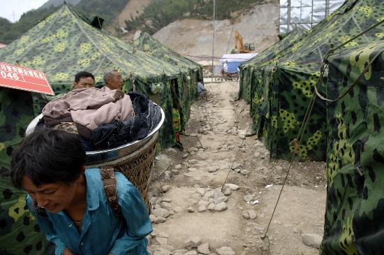 图文:北川居民在擂鼓镇受灾群众安置点