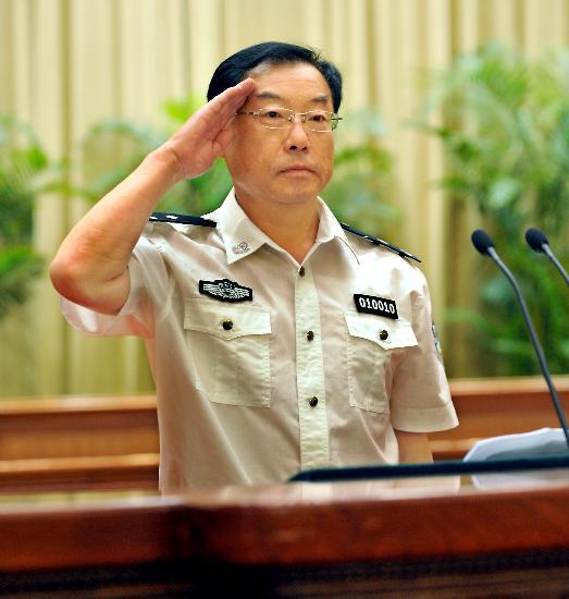 图文:哈尔滨市巡警支队支队长刘亚民在发言