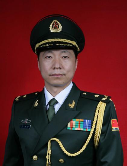 航天英雄杨利伟被授予少将军衔(组图)