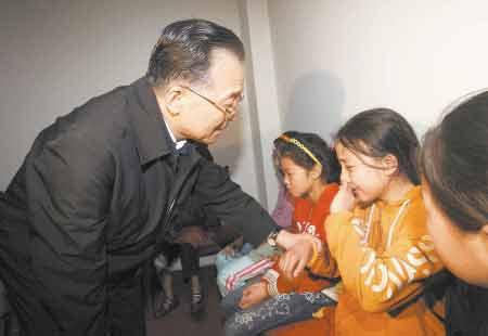 北川女孩收到温家宝总理亲笔回信(组图)