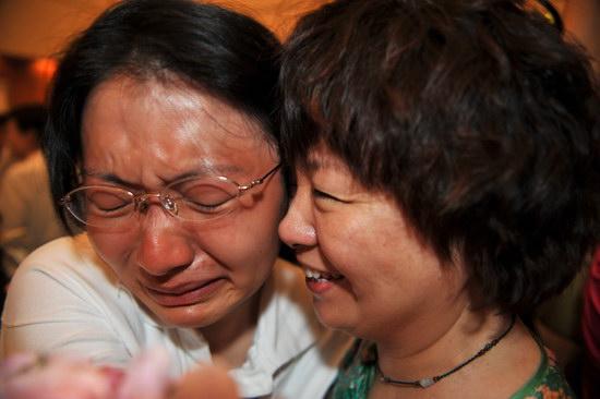 图文:广州首批救灾医疗队员返回