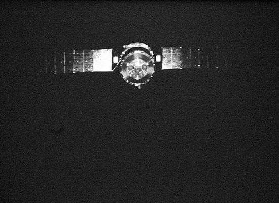 组图:伴随小卫星拍摄的神七飞船照片
