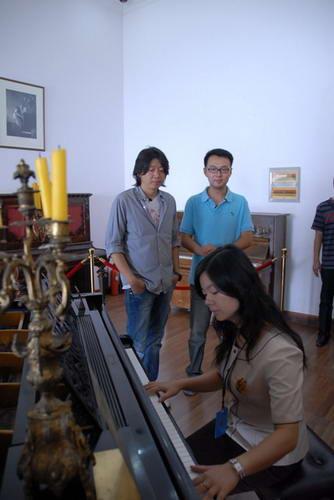 图文:老狼在钢琴博物馆