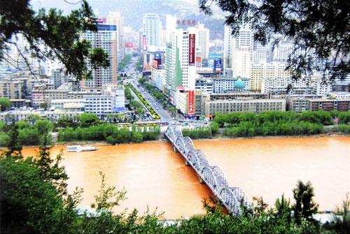 江苏老人惊叹30年兰州巨变(组图)