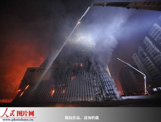 图文:央视新楼副楼救火现场