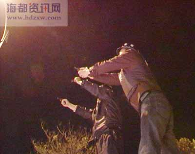福建泉州警方围捕12名劫匪当场击毙1人(组图)