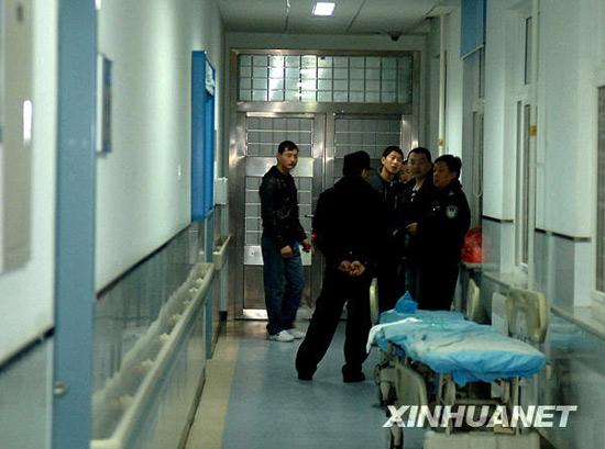 组图:北京全力抢救王府井纵火事件受伤人员