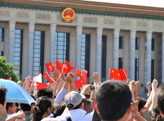 图文:首都各界群众来到天安门广场举行纪念