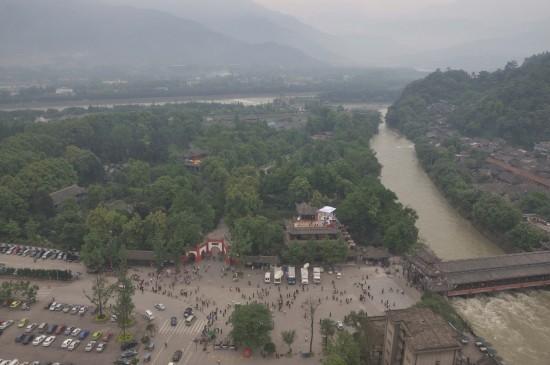 图文:5月9日在都江堰上空拍摄的都江堰景区