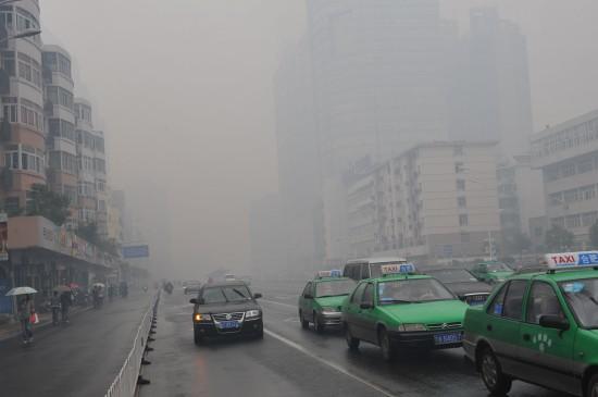 组图:合肥乡村焚烧秸秆致市区烟雾弥漫