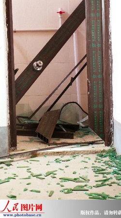江西南康运爆竹货车起火爆炸5人死亡