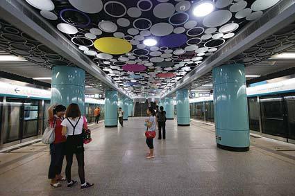 北京地铁4号线车站设置艺术壁画(组图)
