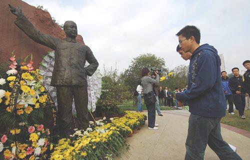 组图:中国科学技术大学师生缅怀钱学森