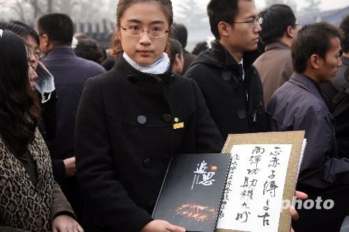 图文:上海交大学子送别老学长钱学森