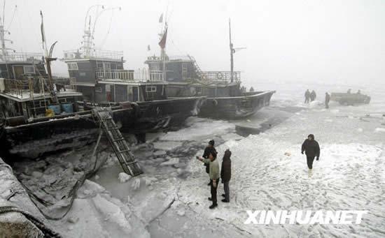 组图:渤海湾遭遇30年来最严重海冰灾害