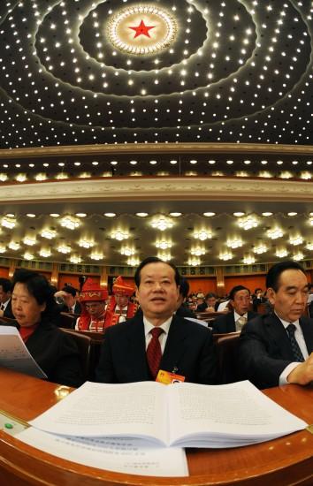图文:代表参加十一届全国人大三次会议