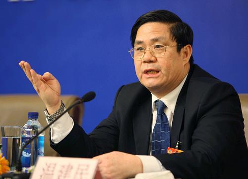 图文:温建民委员在回答记者提问