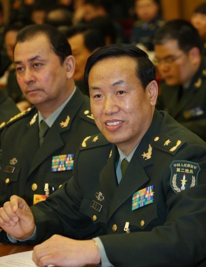 图文:第二炮兵某基地政委唐国庆代表发言