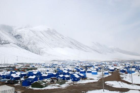 图文:白雪覆盖下的玉树灾区