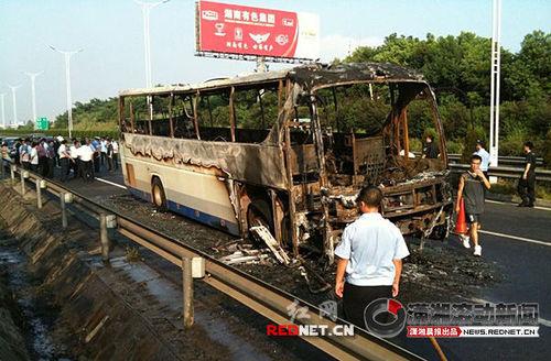 长沙大巴起火导致2人死亡多人受伤(组图)