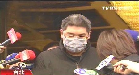国民党荣誉主席连战之子连胜文在被枪击第15天、自行出院第5天之后于10日首度露面。图片来源:台湾TVBS电视台