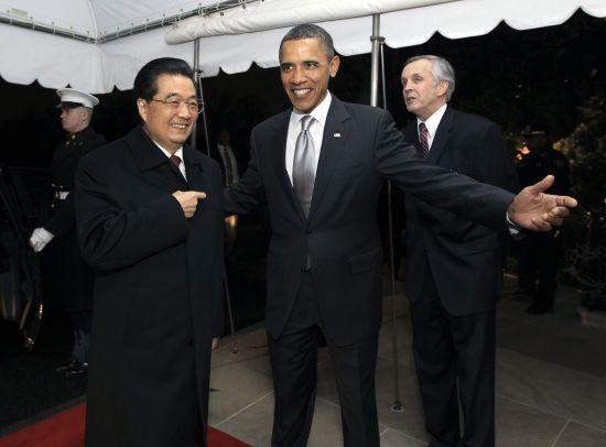 胡锦涛抵达时,受到奥巴马的热情迎接。新华社