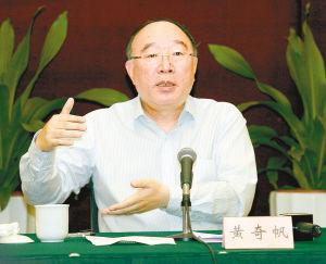 4月28日,黄奇帆市长接受港澳主要媒体高层采访现场。(重庆日报供图)