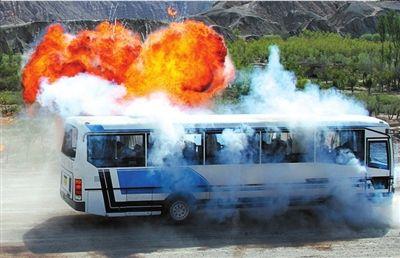 对被劫车辆实施爆炸阻停。