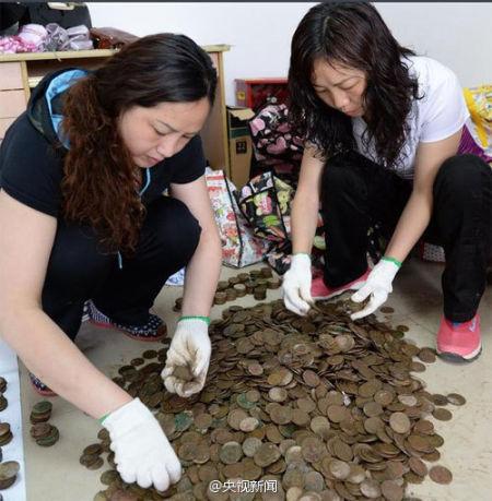 堆积如山的古币数量估计超过12000枚