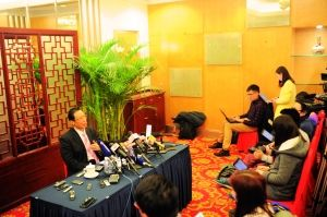 钟南山在接受媒体采访。信息时报记者 刘宇雄 摄