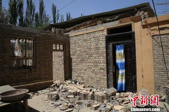 地震已造成倒塌房屋1.2万余间,其中严重损坏房屋5860余间.