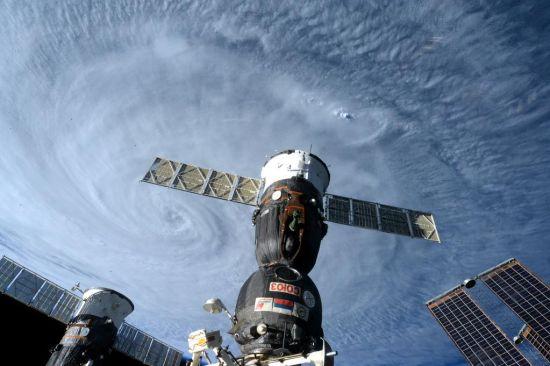 NASA公布太空拍摄台风苏迪罗影像(组图)