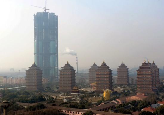 华西村25亿建中国第8高楼部分新村民买不起房