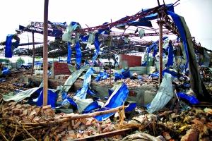 南京大爆炸存诸多人为因素玻璃震碎如飞镖狂射