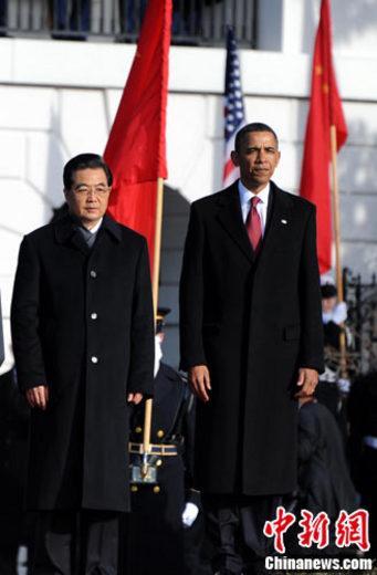 当地时间19日上午,中国国家主席胡锦涛来到白宫南草坪,出席美国总统奥巴马为他举行的隆重欢迎仪式。中新社记者吴庆才 摄