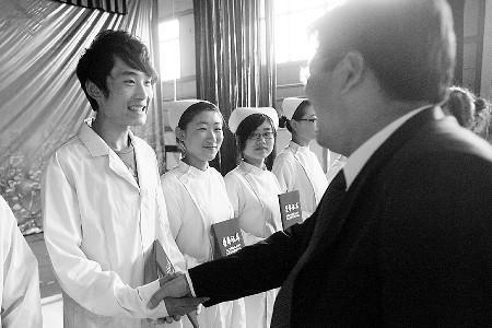 潍坊卫校护理专业男女生比例1:50 老观念让男