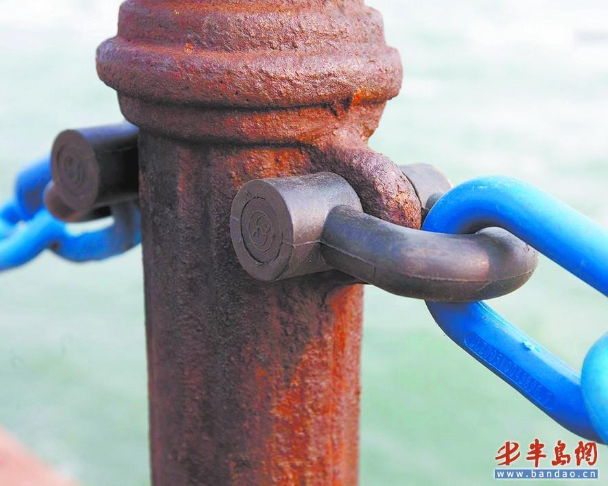 青島海濱風景區增添鎖鏈 有塑鋼原料制成(圖)