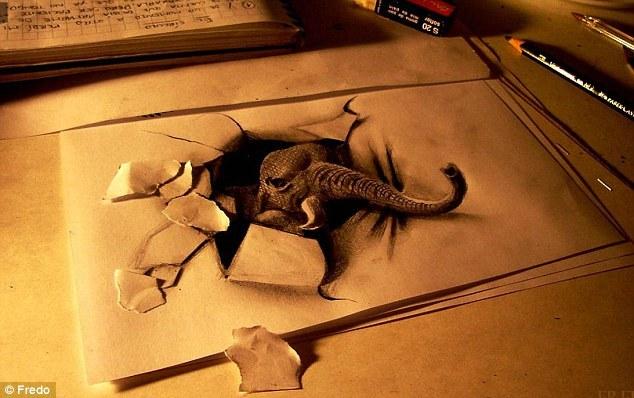 伊诺斯特罗萨作品:展翅欲飞的蝴蝶。   据英国《每日邮报》9月6日报道,智利艺术家弗拉迪米尔?伊诺斯特罗萨近来以一系列形态逼真的手绘3D铅笔画在网上受到追捧,并且他还有意在线下推广他的艺术作品。   伊诺斯特罗萨现年20岁,笔名为弗雷多,在一个偶然的机会获得了创作3D铅笔画的灵感。当时伊诺斯特罗萨正躺在床上用铅笔在纸上画蝴蝶,一不小心将画画到纸张外面。心中颇为懊恼的他仔细地对作品看了又看,突然发现画坏的蝴蝶有展翅欲飞的架势,灵感来了的伊诺斯特罗萨急忙拿着炭笔又在画上添了几笔阴影,然后拍照留念。自此以