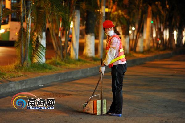 环卫工人人均清扫面积_环卫工人图片
