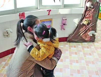 江都一幼儿园老师每天给拥抱月收费80元?教育