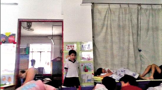 老师体罚同学仔 勇敢女生手机拍视频取证_新浪