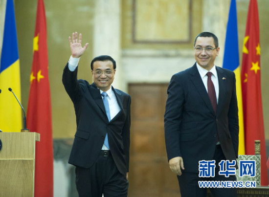 李克强:加强中国罗马尼亚两国铁路电力合作