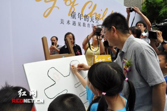 """美术馆为孩子办画展""""童年的天空""""六一前开展"""
