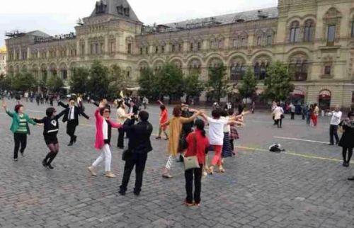 中国广场舞大妈获商业赞助 装备豪华赢得粉丝