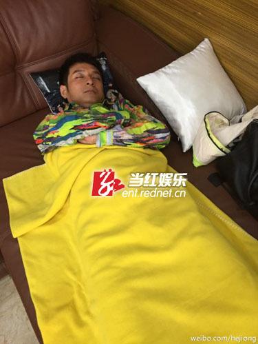 (何炅偷拍李维嘉睡姿.)图片