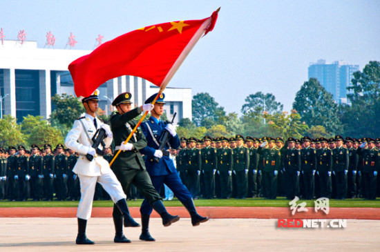 国防科大举行年度阅兵干部学员接受检阅(组图)