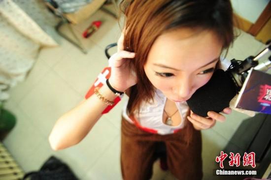 网络游戏女_图揭网游女陪练真实内幕教你如何保护好嗓子