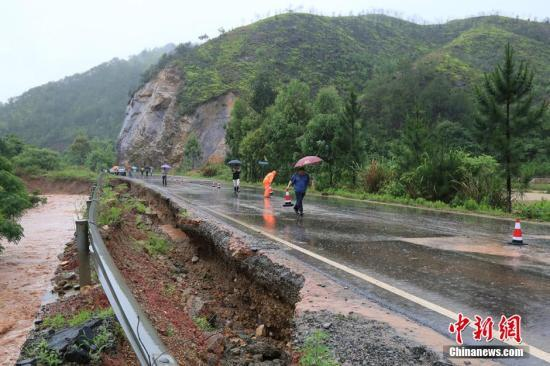 New media: Guangdong rainstorm caused 186 flight cancellations next day after thunderstorms will continue