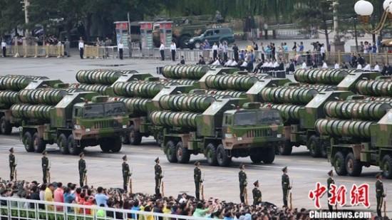 地空导弹方队接受检阅