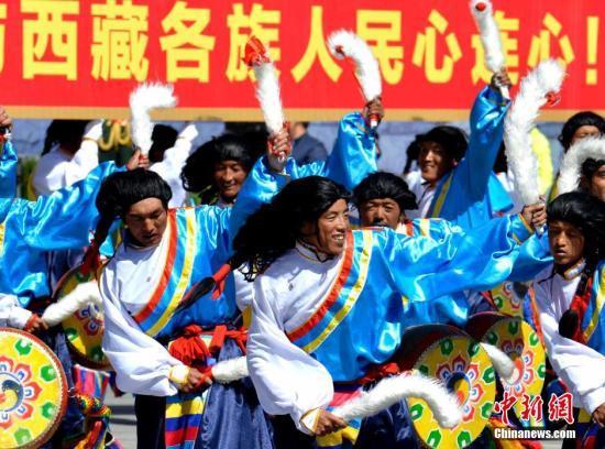 西藏自治区成立50周年庆祝大会在拉萨举行